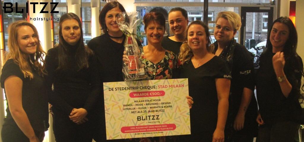Winnares samen met het team van Hairstyling Blitzz